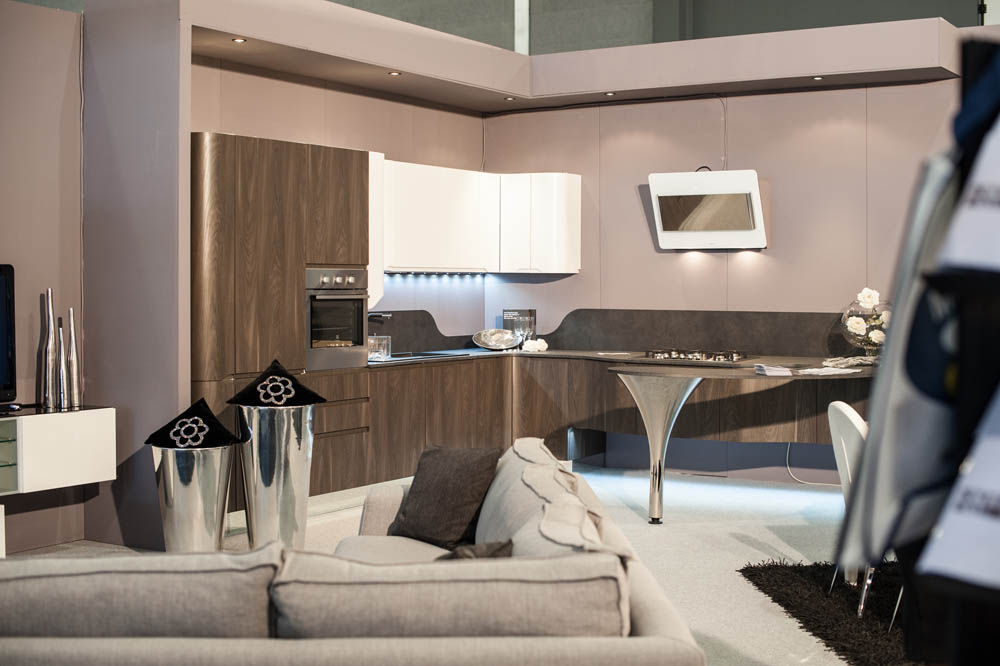 Fiera promessi sposi a bari mobilificio europa for Outlet cucine puglia